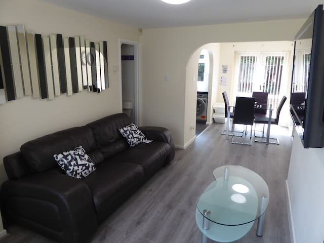 Manchester Home near CityCentre + Free parking 2