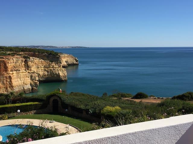 Kusane @ Benagil, Portuguese Algarve - Carvoeiro - Hus