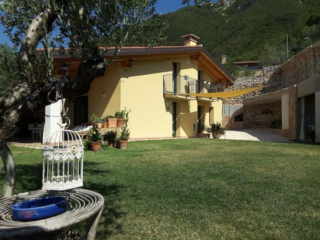 Studioflat in a hillcountry estate near Bassano