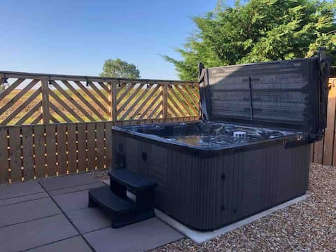 Walnut Tree Barn Country Retreat with Hot Tub