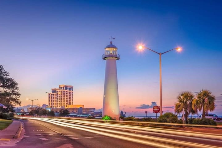 Downtown Biloxi! Walking distance to everything!