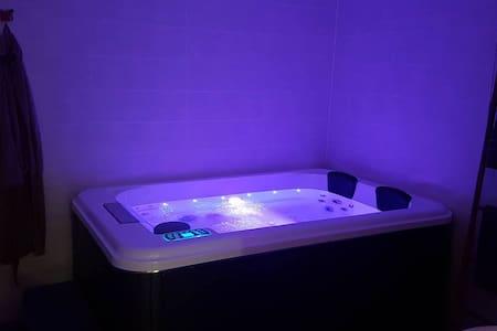 gite jacuzzi spa sauna individuel        ref vert - Saint-Maurice