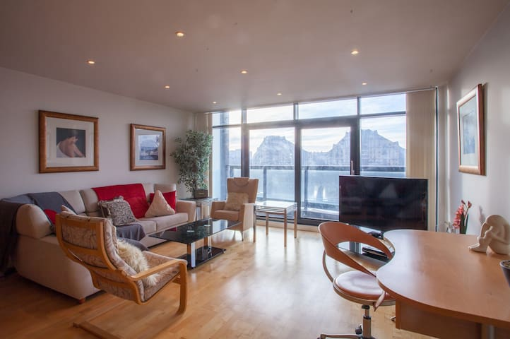 Apartment with river view 2 minutes from the hydro