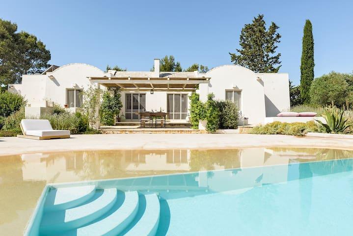Villa Vigna, Luxury Villa with private beach pool