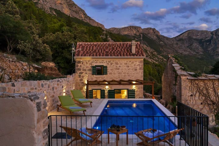 Holiday home Marijana w/ heated pool