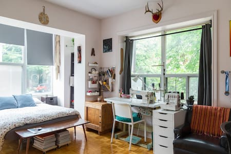Bright spacious private room - Toronto - Apartment