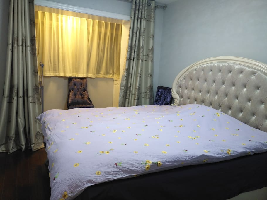 主卧 master bedroom