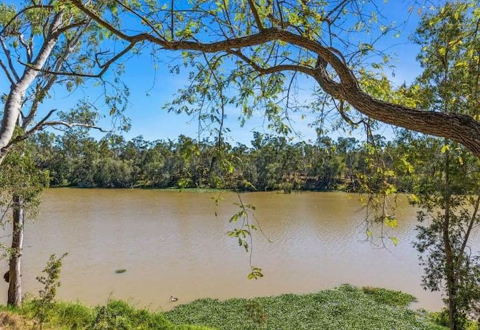 A Place to retreat on the Fitzroy River