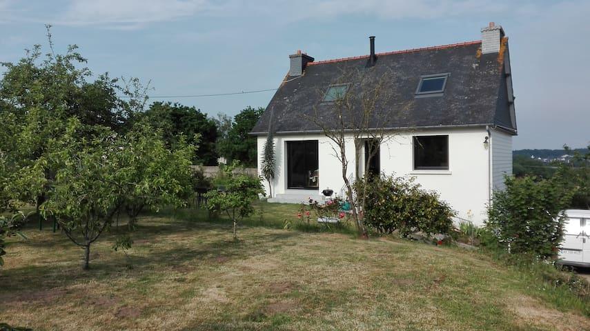 Chambre(s) à la campagne, proche des commerces - Saint-Brandan - House