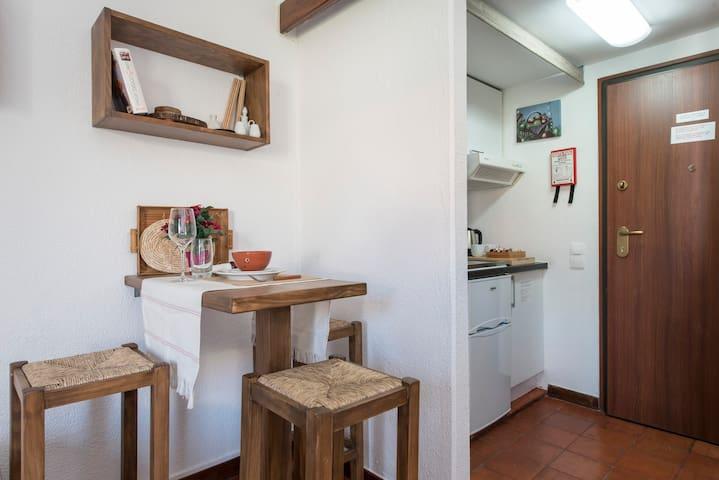 Dining area & Kichenette
