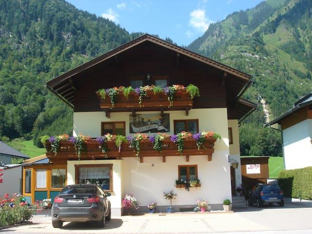 Appartement Haus Hubertus an der Glocknerstrasse