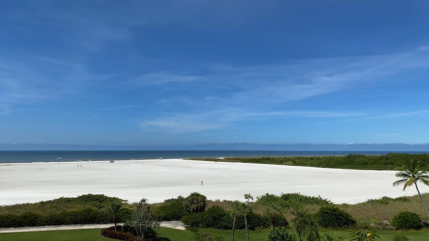 Beautiful Ocean front Condo in Marco Island