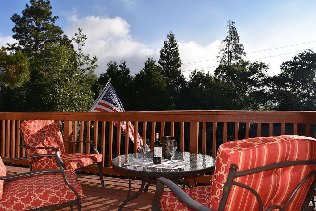 Holiday hideaway 2 blocks to lake lake passes cabins for Cabins in lake arrowhead ca
