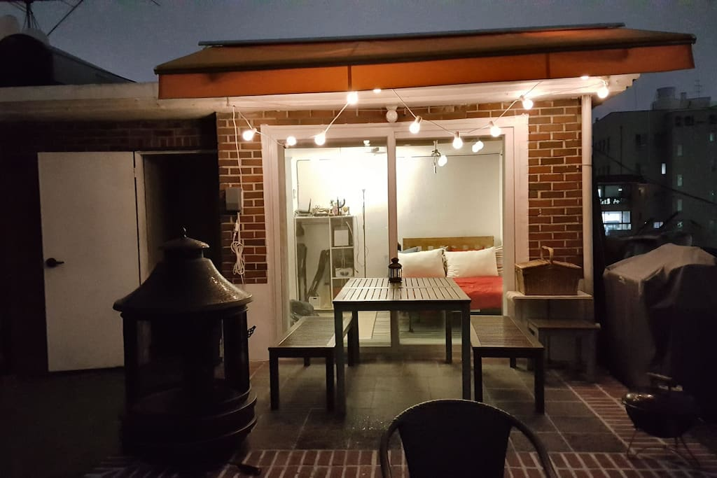 A perfect space for barbecue! Outdoor heating and dinning areas for many people. Fantastic place to hang out with your loved ones.