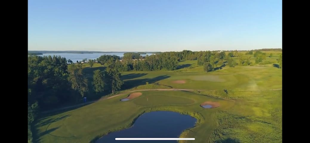 Breathtaking 18 hole Golf course minutes from lake