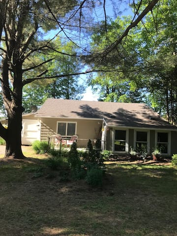 "1 Bedroom in Charming Muskoka ""Cottage"" near Bala"