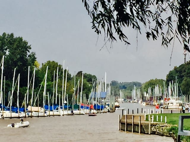 canal entrante del Club nautico San Isidro a 1,5 km