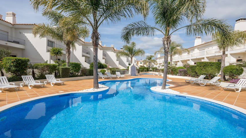 3 Bedroom Holiday Villa with Pool in Boliqueime near Vilamoura, golf nearby
