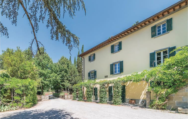 Holiday apartment with 3 bedrooms on 120 m² in Cortona (AR)