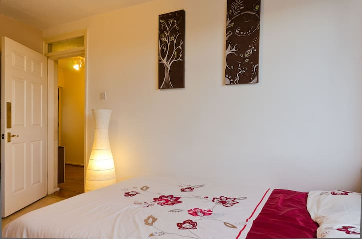 SAFE & QUIET FLAT, BY ROYAL HOSPITAL , FAST WiFi !