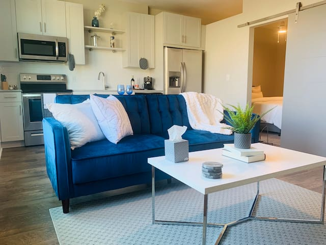 LiVV | 1BR By Greenway & Parks in Gated Complex