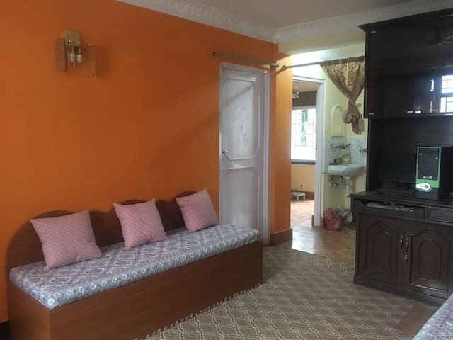 Furnished Private room 5mins walk from Main Road