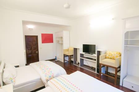 Cozy 2beds queen Bedroom - hanoi - Bed & Breakfast