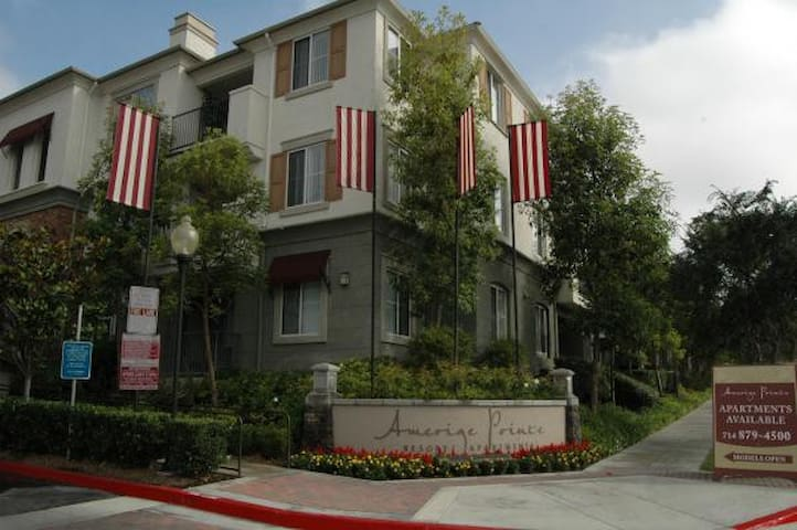 Luxury 1 Bedroom Apt in Fullerton - Fullerton - Apartment