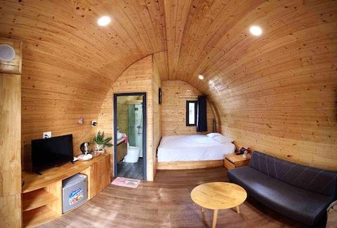 Soliga bungalows-Ben Tre flodstranden