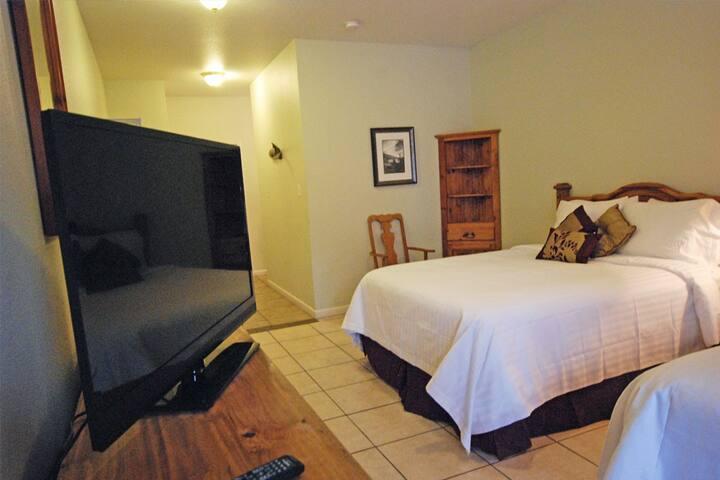 Wasser Hotel Room