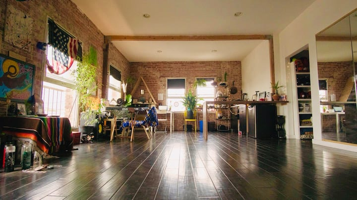 ✨ GENEROUS 1700 SQ.FT. ❖OASIS LOFT❖ IN THE ❤️ OF LA
