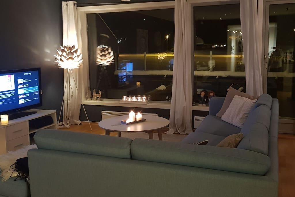 stue, med tilgang til Apple TV