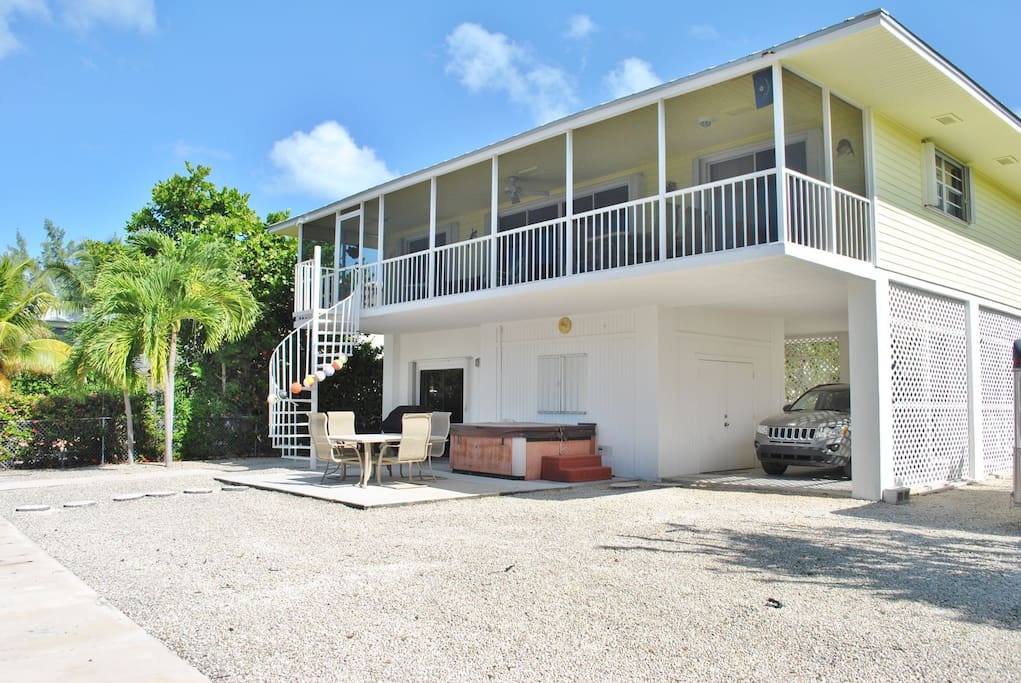 Spacious back patio overlooking canal. Comfortable & spacious outdoor BBQ and dining area.