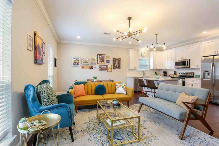 Vibrant home less than 1 mile to French Quarter!