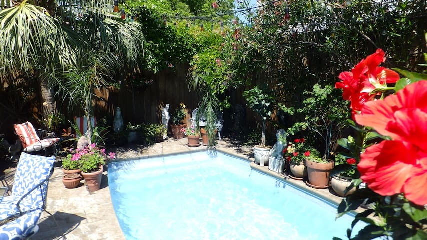 Marigny Orchid Courtyard & Garden Pool - New Orleans - Apartment