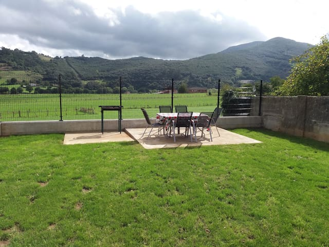Casa rural en Rasines a 20 minutos de Santander - Rasines - Dům