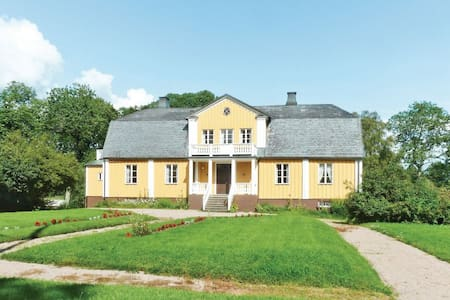 8 Bedrooms Home in Älmhult - Älmhult