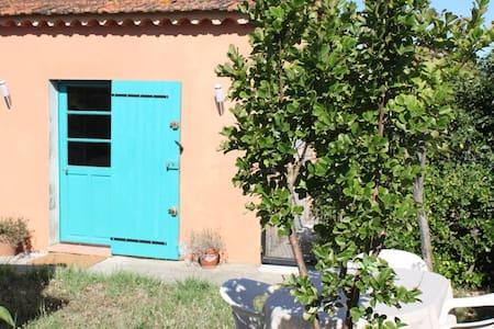 Appartement indépendant avec jardinet et parking - Pierrefeu-du-Var