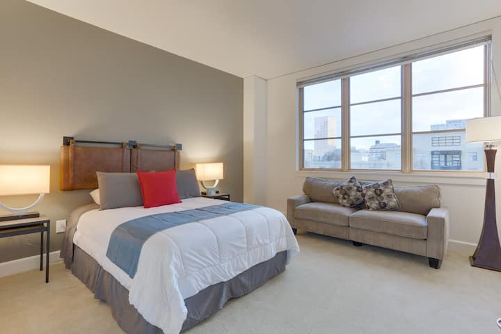 Gorgeous 1BR Apt in the heart of Downtown PDX