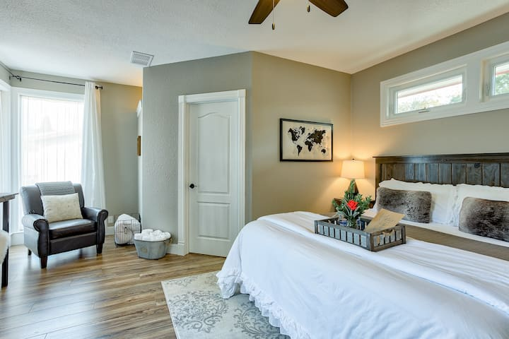 Suite on Gold/Cal King Bed/Bath & Private Entry/ A