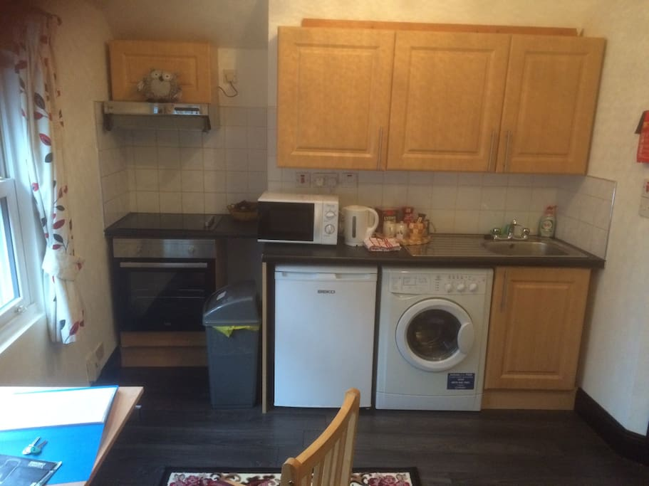 Integrated kitchen with all mod cons and fully equipped with own washer dryer. Detergent supplied.