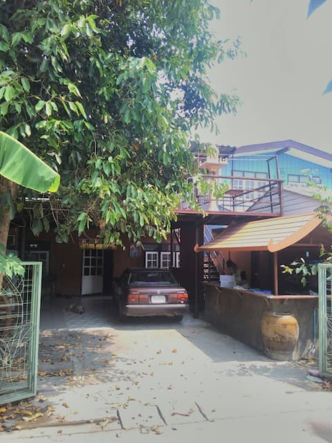 Slow local living for 2 in private Thai household