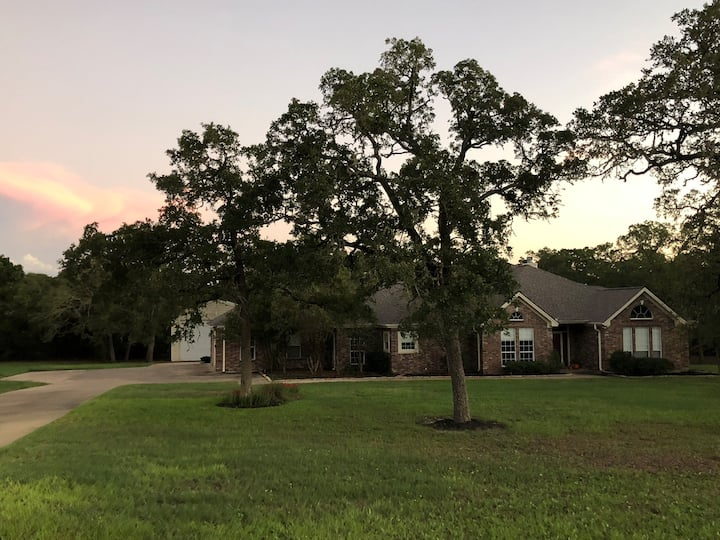 Country style home close to Kyle Field