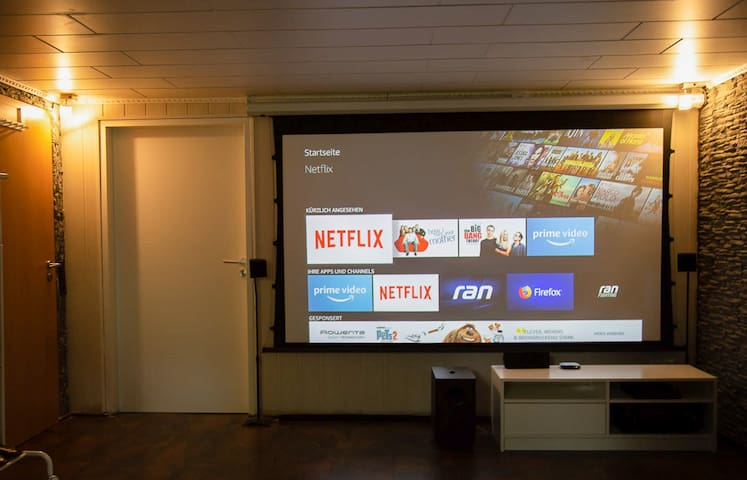 Home Cinema! *NETFLIX*-7Min to Park Schönfeld