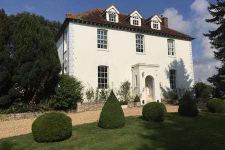 Twin room in Georgian Grade II country house - Tangmere - House