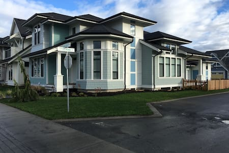 1 bedroom upscale suite in a new house - Chilliwack