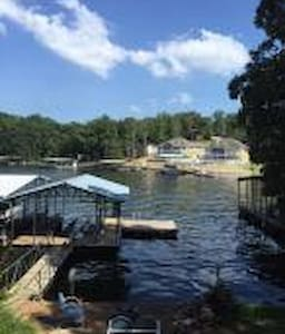 Pet friendly lakefront cabin for 7 - Osage Beach