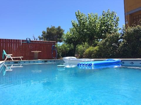 Private pool, purpose built light airy loft, WiFi