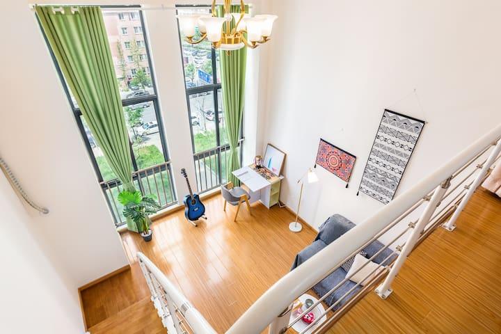 【至简•致青春】瑶海万达广场小吃街loft复式公寓,挑高空间新享受