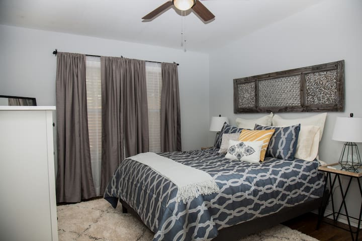 Cozy, Extra Clean and Fully Renovated - Sleeps 4